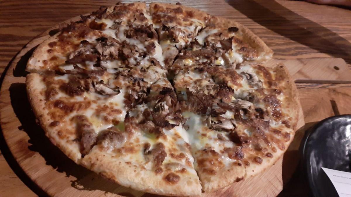بهترین پیتزا رشت را در طبقه آخر برج گلسار بخورید! + تصاویر